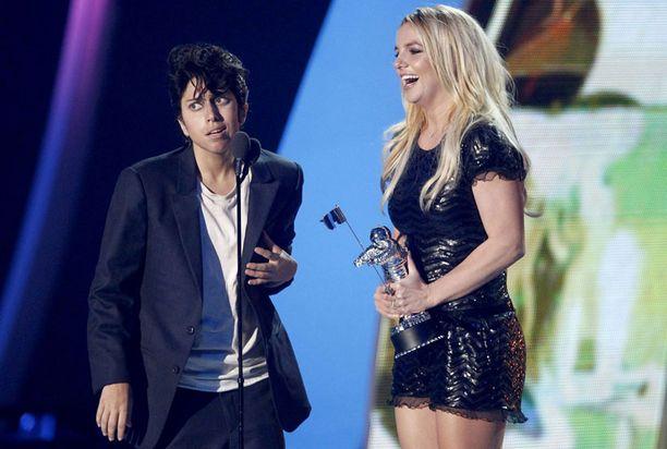 MTV vetää aina lavalle kuumimpia tähtiä. Kuvassa Lady Gaga ja Britney Spears MTV Video Music Awards -gaalassa sunnuntaina.