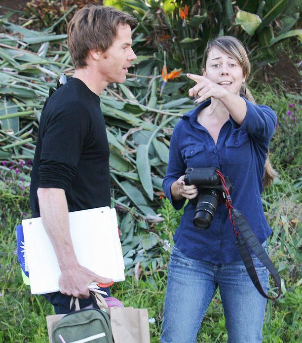 Myös Julian mies Danny Moder kävi kiivasta sananvaihtoa kuvaajan kanssa.