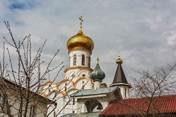 Arkkienkeli Mikaelille omistettu kirkko.