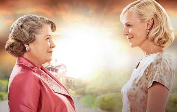 Kotiin takaisin -sarjassa nähdään muun muassa Elizabeth Goddard (Noni Hazelhurst) ja Sarah Nordmann (Marta Dusseldorp).