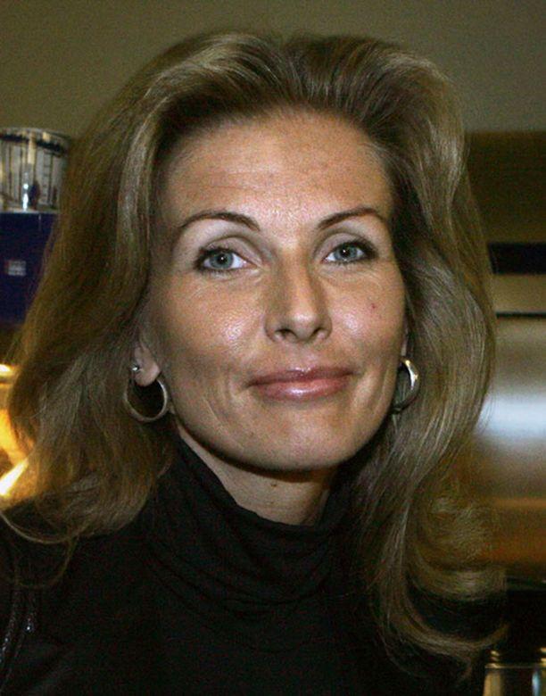 Tanja Saarela korosti sunnuntain Hesarissa, että avioeroasiassa on meneillään harkinta-aika.
