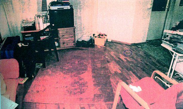 Kuva perheen olohuoneesta on peräisin poliisin esitutkintamateriaalista.