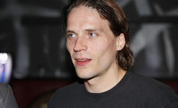 Juha Lagströmissä on paljon Lauri Tähkän näköä.