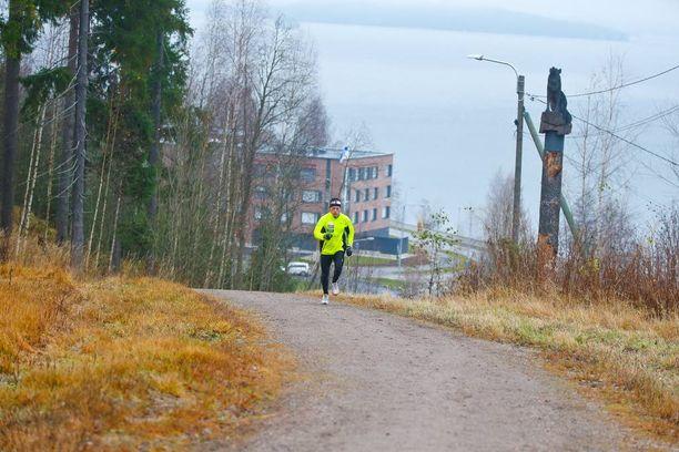 Lapista Lahteen muuttaneen olympiavoittajan treenilenkki menee Salpausselän maisemissa.