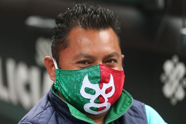 Meksikolaismies suojautui lucha libre -painia kunnioittavan kasvomaskin taakse.