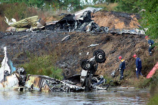 Jak-42-kone hajosi onnettomuudessa täysin.