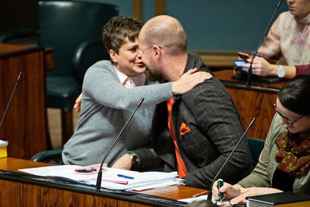 Vihreiden Touko Aalto ja vasemmistoliiton Silvia Modig halasivat viime syksynä eduskunnassa. Sunnuntaina käytyjen vaalien myötä molemmat putosivat eduskunnasta.