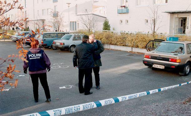 Entinen Bandidos-pomo ammuttiin perheensä silmien edessä kerrostalon parkkipaikalla Kyläsaaressa.