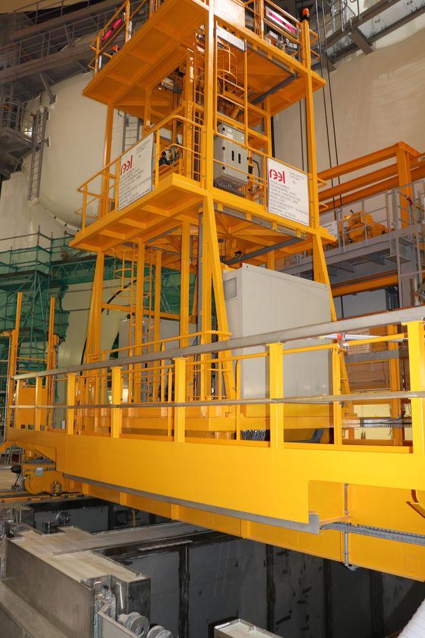 Tällä laitteella siirretään ydinvoimalan polttoaineena käytettyä uraania.