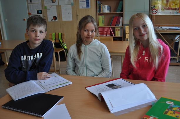Lumparlandin koulun oppilaat Kalle, Jasmin ja Isabel uskovat, että heille on hyötyä suomen taidosta tulevaisuudessa.