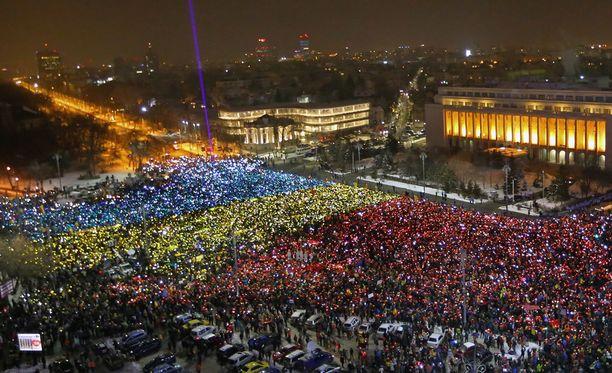 Bukarestin keskusta täyttyi sunnuntaina mielenosoittajista.