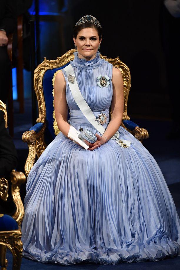 Kruununprinsessan iltapuku oli hempeän sininen.