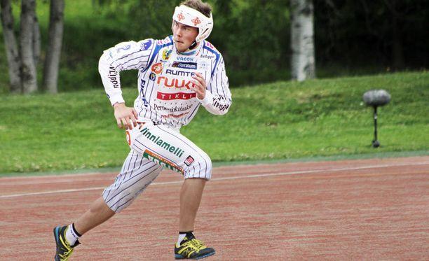 Vimpelin Vedon kolmannen polven pesäpalloilija Mikko Kanala oli yksi ottelun hahmoja.