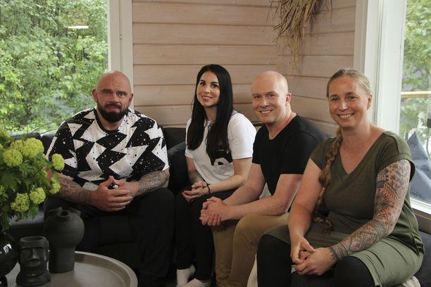 """Jari """"Bull"""" Mentula ja vaimonsa Maru haluavat uudistaa uutta mökkiään. Muodonmuutoksesta vastaavat Mikko Vesanen ja Vilja Schepel."""