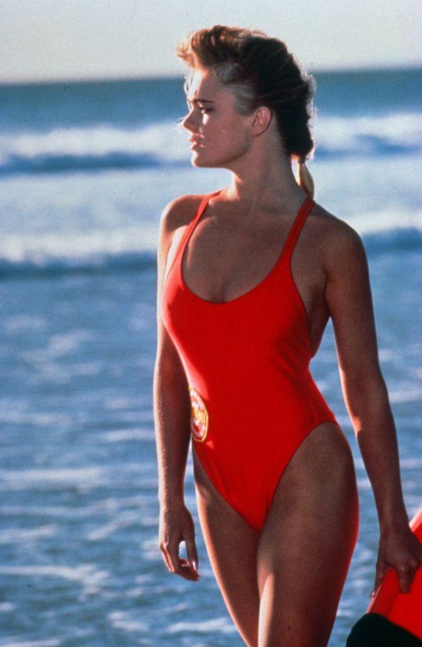 Sarjassa rantavahdeilla oli kirkkaanpunainen työasu.