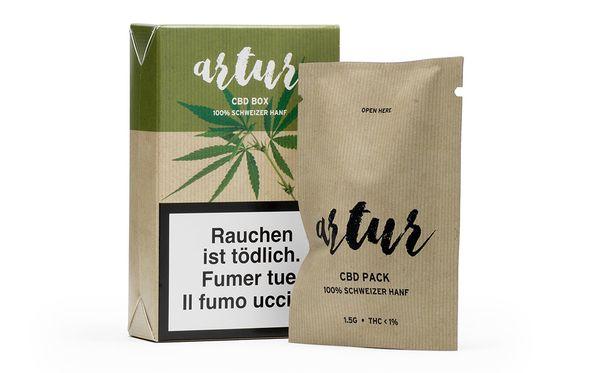 Kannabispakkauksessa pitää olla samanlaiset varoitukset kuin tavallisissa tupakkatuotteissa. 1,5 gramman pakkaus premiumlaatua maksaa Lidlissä noin 15 euroa, tuplasti sen, minkä irtotupakka.