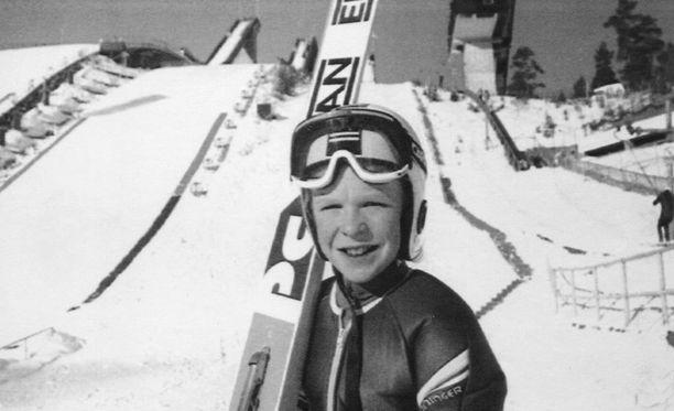 Toni Nieminen pääsi 13-vuotiaana Lahden kotikisojen jättiyleisön eteen.