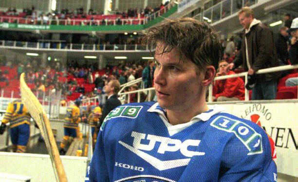 Juha Riihijärvi pelasi 1990-luvulla kolmen MM-kisat ja yhden World Cupin.