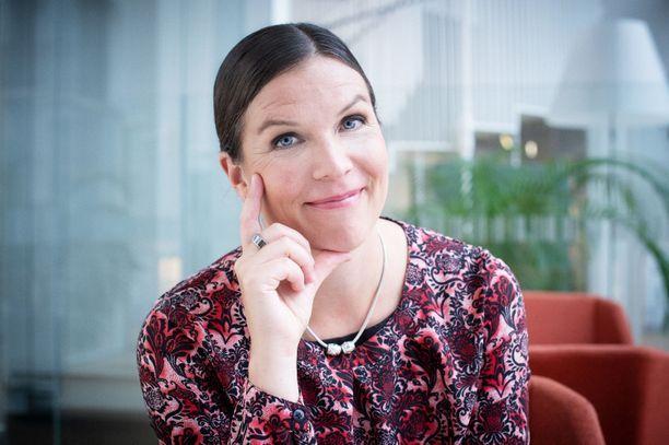 Kirjoittaja Henna Mikkonen on Säästöpankkiryhmän pääekonomisti. Hänen sydäntään lähellä ovat maailman- ja Suomen talouden seuraamisen lisäksi ihmisten taloudellinen hyvinvointi.