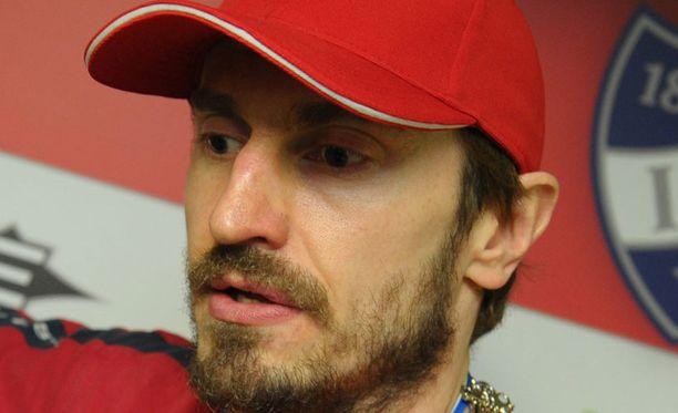 Ville Peltonen jää loukkaantumisen takia ulos MM-joukkueesta.