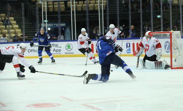 Markus Nutivaara vei Suomen johtoon 1-0, mutta sen jälkeen Sveitsi on iskenyt kolme maalia.