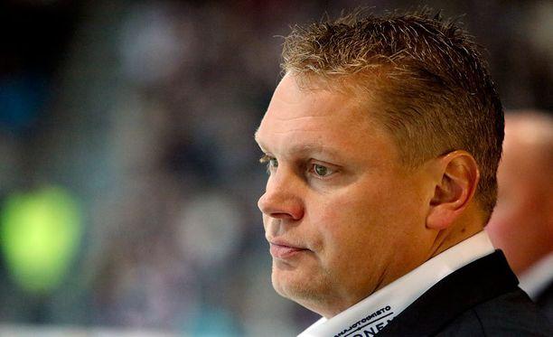 Pekka Virran Ässillä on työsarkaa.