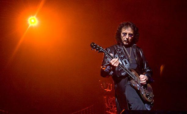 Iommia pidetään yhtenä metallimusiikin merkittävimmistä kitaristeista. Arkistokuva vuodelta 2009.