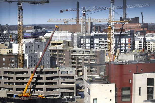 Rakennusteollisuus odottaa asuntorakentamisen korkean tason ennakoidaan jatkuvan ensi vuoteen asti. Kuvassa Helsingin Jätkäsaareen nousevia asuntoja ja liiketiloja.