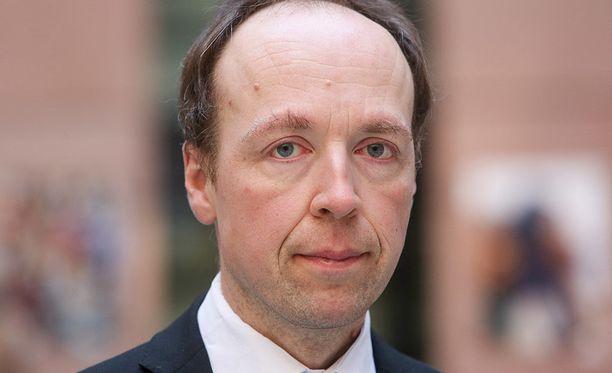Kovaa maahanmuuttolinjaa vetävä Jussi Halla-aho voisi professori Kimmo Grönlundin mukaan hurmata perussuomalaisen puolueen jäsenet, muttei koko Suomen kansaa.