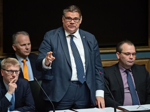 Timo Soinin (sin) johtaman ulkoministeriön tiedote asevientiluvista Saudi-Arabiaan ja Arabiemiraatteihin yllätti opposition kesken kyselytunnin.