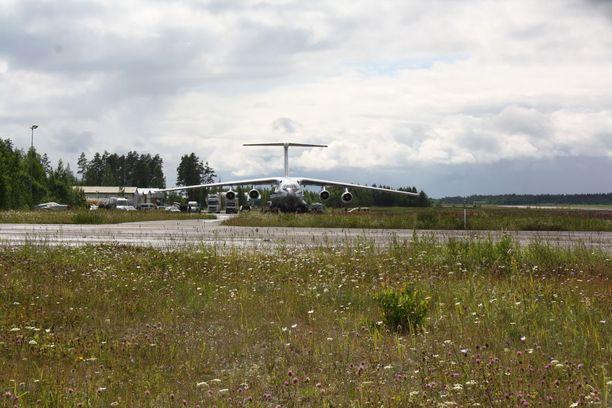 Venäläinen rahtikone toi oletettavasti Putinin limusiinin Lappeenrannan lentokentälle.
