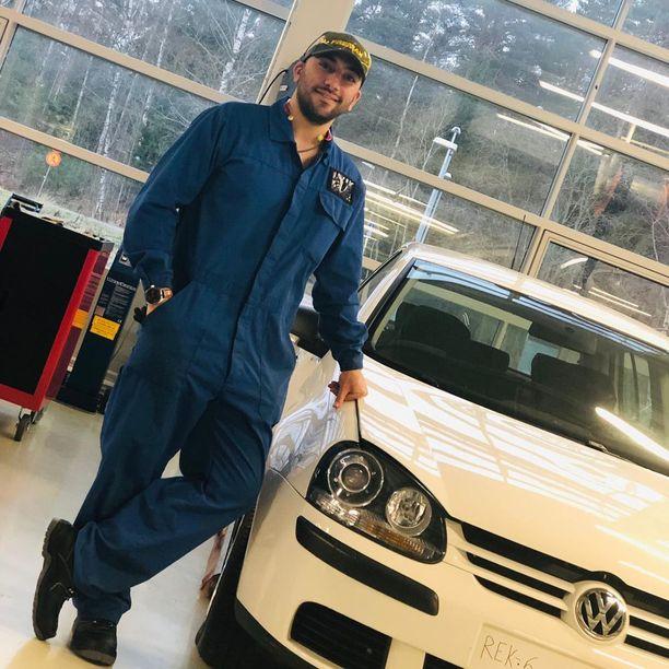 Sardar opiskeli Suomessa autoalaa. Arkistokuva.