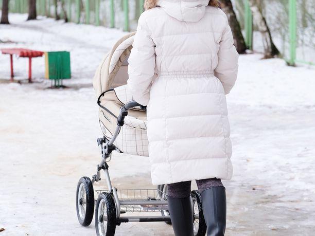 Nainen varasti lastenvaunut ja vauvan Göteborgissa. Kuvituskuva.