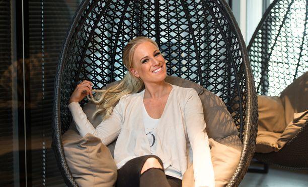 Fitnesspäiväkirjat-tähti Nanna Koivisto on menossa naimisiin jääkiekkoilija Jere Karalahden kanssa.
