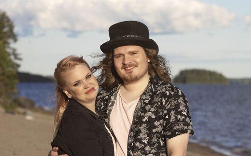 """Jenna, 23, ja Juuso, 23, testaavat parisuhdettaan televisiossa: """"Joku kännipanokin olisi tosi paha"""""""