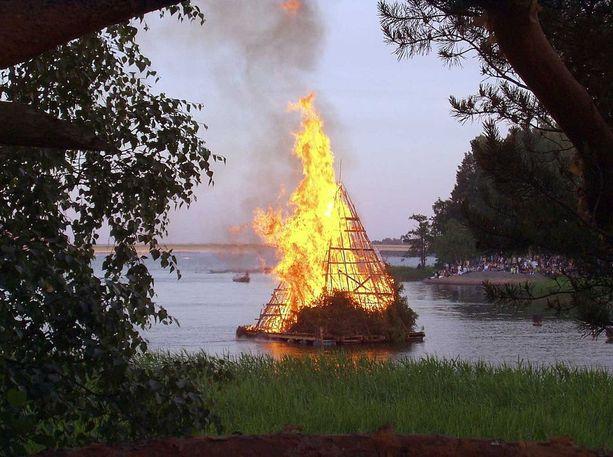 Juhannuskokot ovat tällä hetkellä kiellettyjä metsäpalovaroitusten takia. Kuvituskuva.