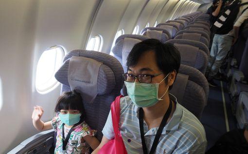 Kuvat: Matkakuumetta potevat taiwanilaiset sulloutuivat lentokoneisiin, jotka eivät lennä mihinkään