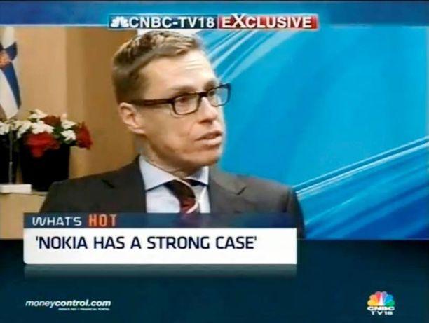 Vuosi sitten ulkomaankauppaministerinä ollessaan Alexander Stubb (kok) puolusti Nokiaa intialaisella tv-kanavalla.