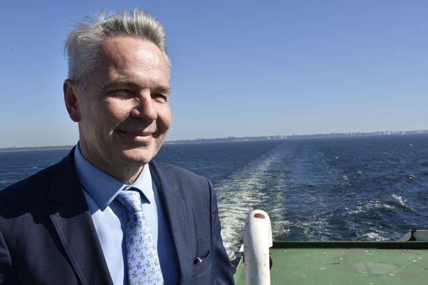 Ulkoministeri Pekka Haavisto on toiveikas sen suhteen, että vapaa-ajan matkustusta voitaisiin sallia ainakin Viroon tautitilanteen pysyessä rauhallisena. Kuva otettu kesäkuussa 2019.