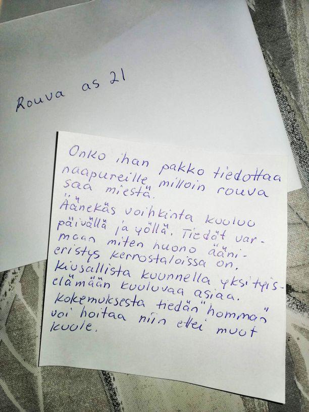 Naapurin lähettämä heippalappu oli suunnattu rouvalle eli Heidille. Kirjeestä ei löytynyt tietoa lähettäjästä.
