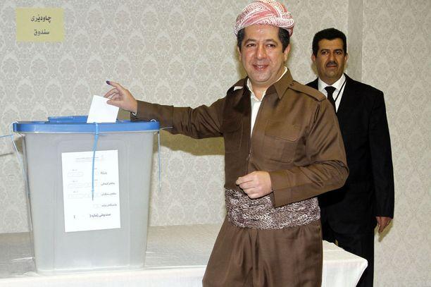 Irakin Kurdistanin kansanäänestystä masinoinut kurdien presidentti Massoud Barzani kävi myös itse äänestämässä maanantaina.