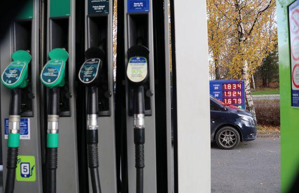 Keravan Neste-asemalla 98-oktaaninen bensiini maksoi 1,92 torstaina (14.10)  ja 95-oktaanisen litrahinta oli 1,83 euroa.