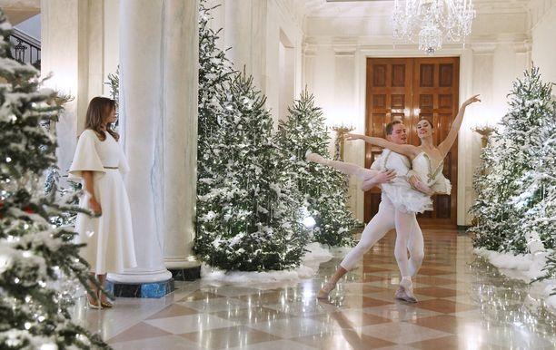 Melania suunnitteli Valkoisen talon koristelun jouluksi. Koristeita oli 12 000.