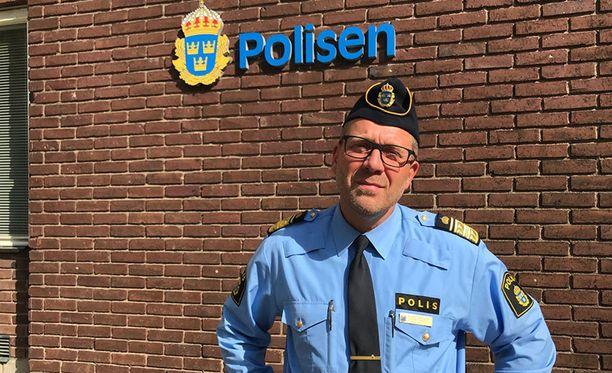 Göteborgin aluepoliisin virkaatekevä päällikkö Robert Karlssonin mukaan poliisilla on paljon tietoa tuhopolttoihin mahdollisesti osallistuneista.