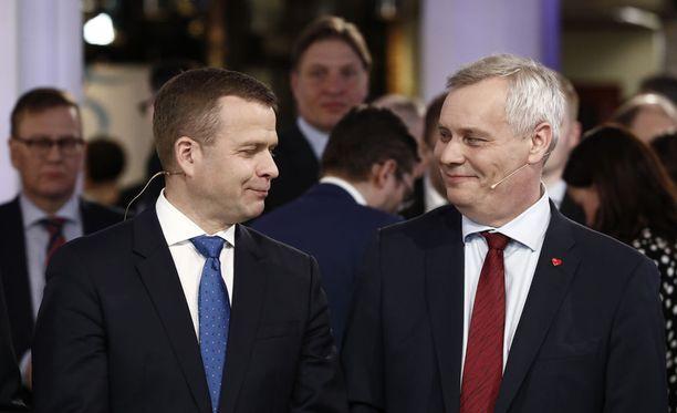 Kokoomuksen Petteri Orpo (vas.) ja SDP:n Antti Rinne ovat Ylen teettämän puoluekannatusmittauksen mukaan tällä hetkellä todennäköisimmät pääministeritarjokkaat.