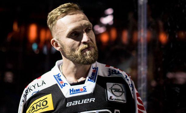 Mikko Mäenpää nähdään taas ensi kaudella JYP-nutussa.