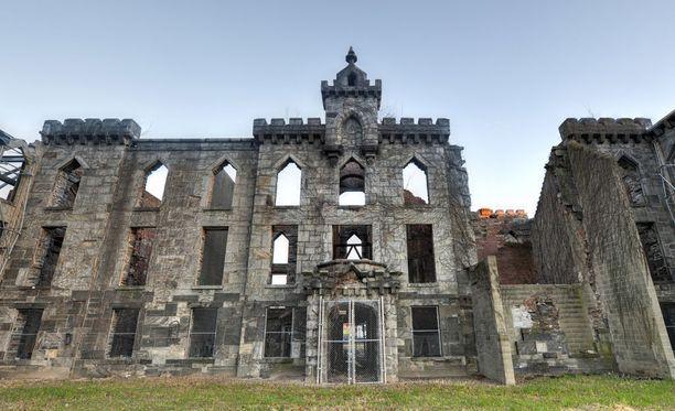 Renwick Smallpox Hospital on nykyään raunioina, se sijaitsee New Yorkin ja Queensin välisellä Roosevelt-saarella.