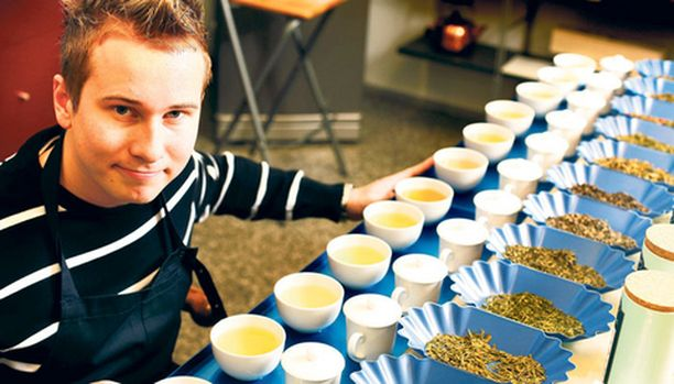 Riku Nordqvist on harvinainen taitaja eli teen maistaja, Junior Tea Taster