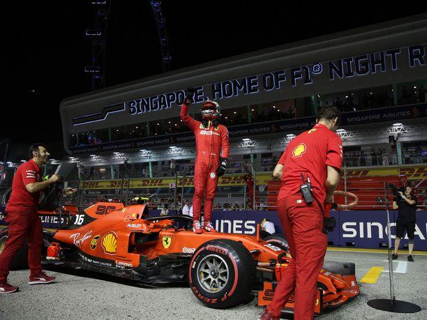 Charles Leclerc lähtee sunnuntaina Singaporen GP:hen paalupaikalta.