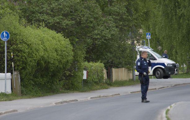 Iso poliisioperaatio ihmetytti rauhallisessa lähiössä.